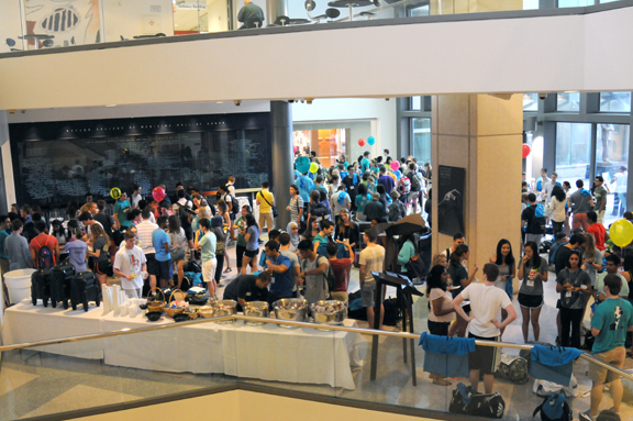 Students meet in Alkek Lobby