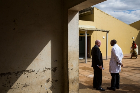 Dr. David Poplack chats with Dr. Peter Wasswa in Malawi during the dedication of the renovated pediatric oncology ward at Kamuzu Central Hospital. ( Photo by Smiley N. Pool / © 2016 )