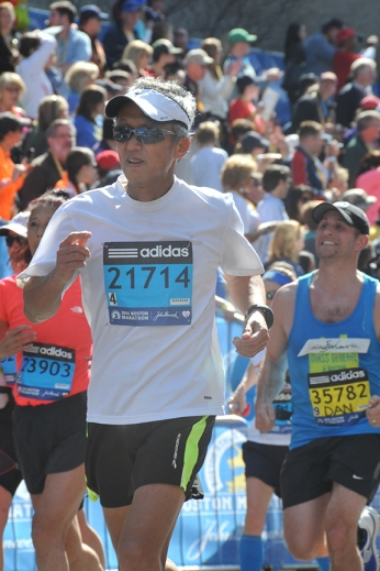Dr. Kazuhiro Oka at the Boston Marathon in 2014.