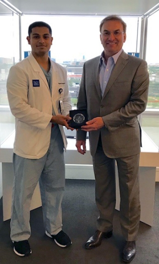 Vignesh Ramachandran being recognized by Dr. Jeffrey Sutton.
